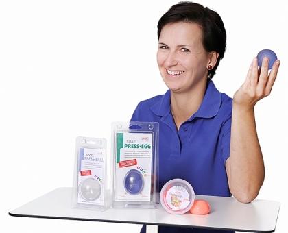 Frau mit 3 Handprodukten