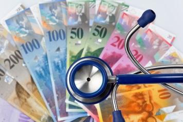pn[8NZH9EC] Schweizer Franken und Stethoskop