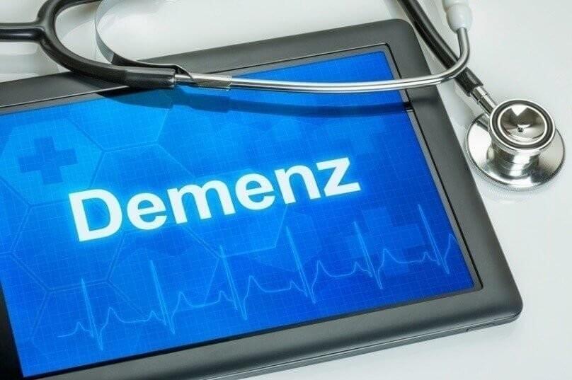 Tablet mit der Diagnose Demenz auf dem Display