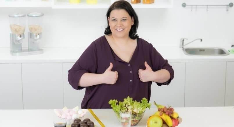 frau entscheidet sich erfolgreich für gesunde ernährung