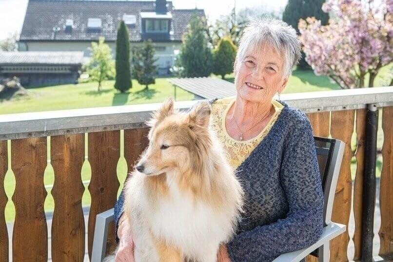 Ruth Gloor mit Hund