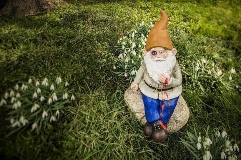 Gartenarbeit / Gartenzwerge / SafetyKit Betriebe Bilder: Rob Lewis  Alle Rechte abgegolten