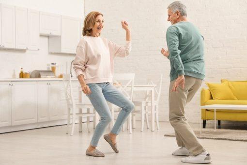 Tanzen zu Hause AdobeStock 316493567 New Africa