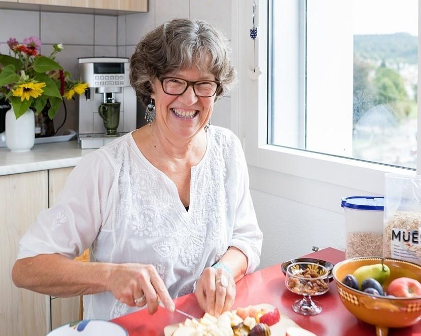 Madeleine Baumann in der Küche Cut