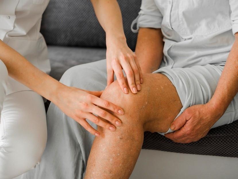 Physio Arthrose Bild AdobeStock Urheber FreepikCompany