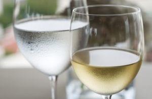 Wein Wasser AdobeStock 39558992 Thor Jorgen Udvang